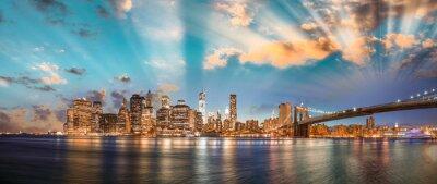 Image Ciel dramatique sur le pont de Brooklyn et Manhattan, nuit panoramique