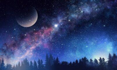 Ciel étoilé et lune. Médias mélangés