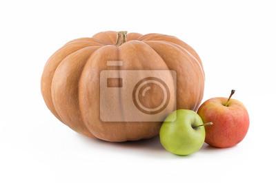 citrouille avec des pommes sur un fond blanc