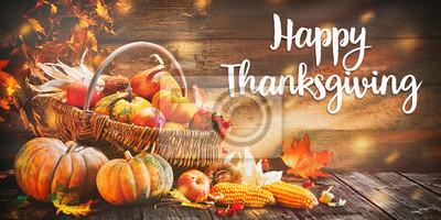 Image Citrouilles de Thanksgiving avec des fruits et des feuilles qui tombent