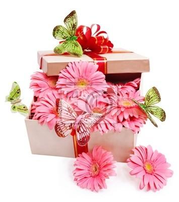 Coffret cadeau avec des fleurs.