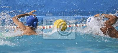 Image compétition de water-polo deux joueurs contentant piscine