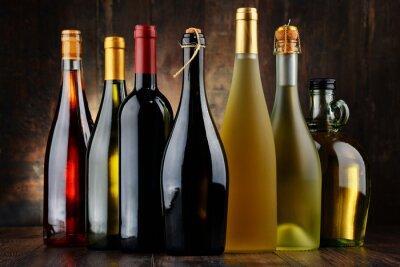Image Composition avec des bouteilles assorties de vin