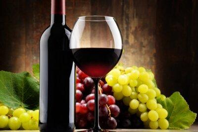 Image Composition de verre, bouteille de vin rouge et de raisins frais