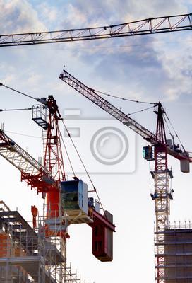 construction de bâtiment de grande hauteur avec des grues