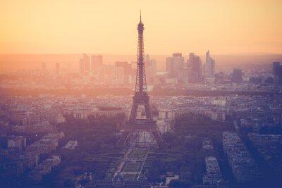 Image Coucher de soleil à la Tour Eiffel à Paris avec filtre millésime