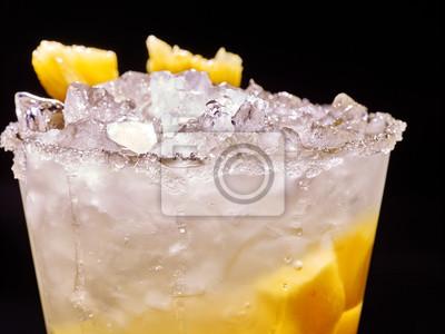 Cube, jaune, glace, froid, alcoolique, boisson, ananas, foncé, fond Cocktail alcoolique.