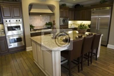 Image: Cuisine de luxe avec une île de granit moderne.