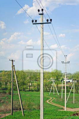 de pôle électrique avec un fil rectiligne. Vue rurale