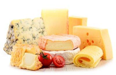 Image Différentes sortes de fromage isolé sur fond blanc
