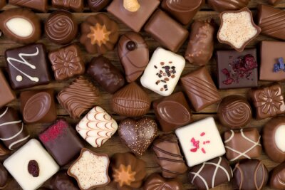 Image Divers chocolats sur fond de bois