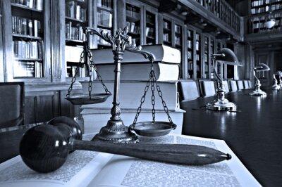Image Échelles décoratives de justice dans la bibliothèque