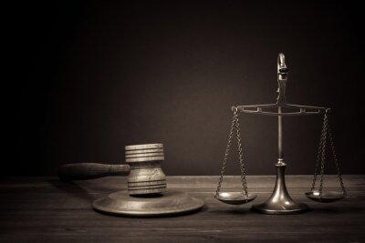 Image Échelles loi, juge marteau sur la table. Symbole de la justice