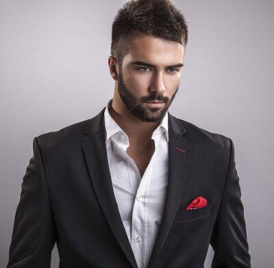 Image Élégant beau jeune homme. Studio portrait de la mode.