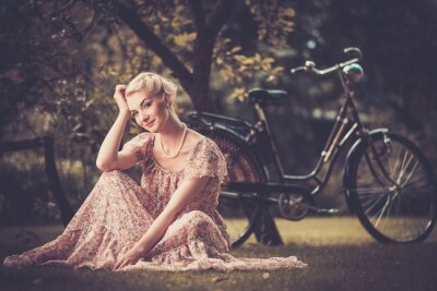 Image Elégante femme rétro en robe d'été