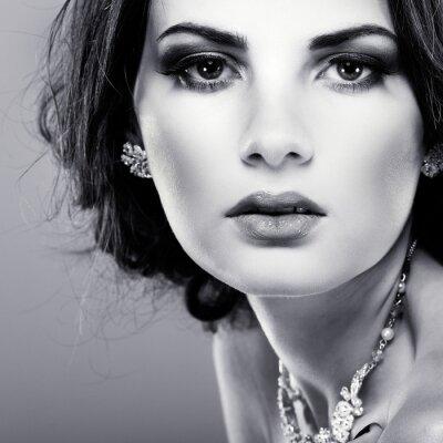 Image élégante jeune fille est dans le style de la mode. Décoration de mariage