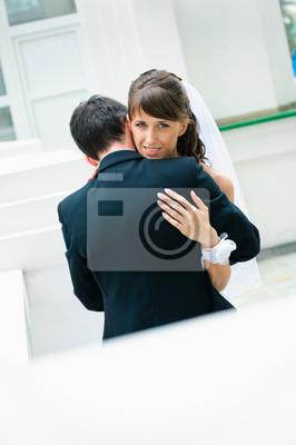 embrassant couple de mariage. Les mariés
