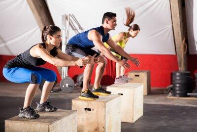 Image Exercices de saut à une salle de gym