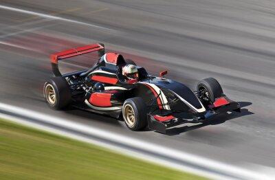 Image F1 voiture de course sur une piste avec le flou de mouvement