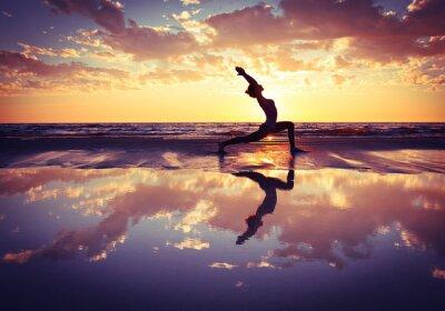 Image femme à pratiquer le yoga