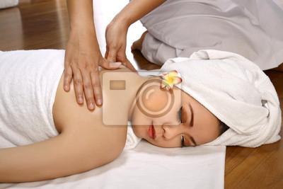 Femme asiatique Obtenir massage sur le Spa