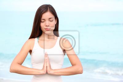 Femme de yoga méditation