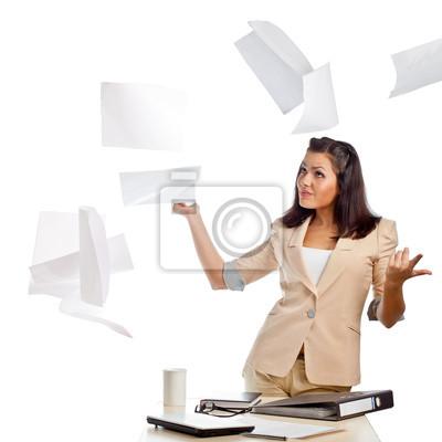 femme jeter papiers
