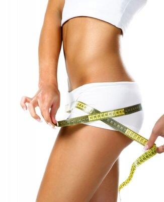 Image Femme mesurant la forme parfaite de belles hanches