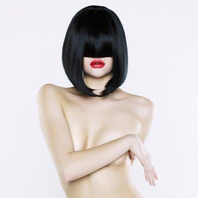 Image Femme nue avec la coiffure courte