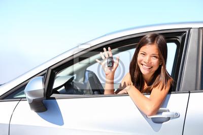 femme pilote de voiture