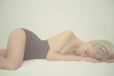 Image Femme sensuelle dans son lit