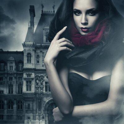 Image femme sexy en cagoule noire et le château