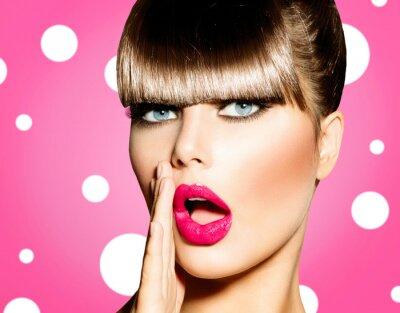 Image Femme surprise avec la bouche ouverte. Pin Up Girl