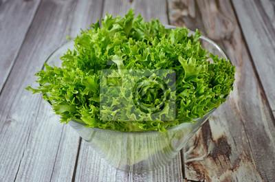 Feuille de salade dans un bol