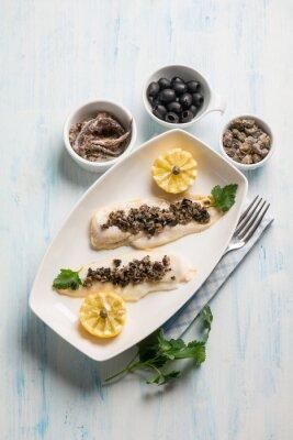 Image Filet de poisson aux olives noires câpres et anchois