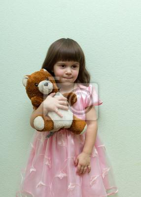 fille avec ours en peluche