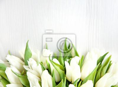 Image Fond de fleurs Un bouquet de bouquet de belles tulipes blanches fraîches sur fond clair.