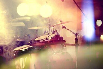 Image Fond de la musique en vivo. Bateria sobre el escenario.Concierto.