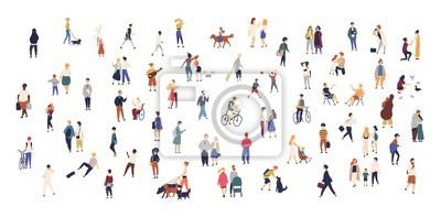 Image Foule de minuscules personnes marchant avec des enfants ou des chiens, faisant du vélo, debout, parlant, courant. Des hommes et des femmes de bande dessinée effectuant des activités en plein air sur l