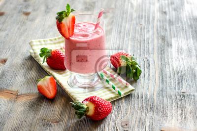 Frais et sain fraise froid texte échantillon de boisson smoothie