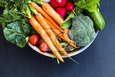Frais, organique, légumes, bol, carottes, chou-fleur, brocoli, tomates, champignons, radis, bois ...