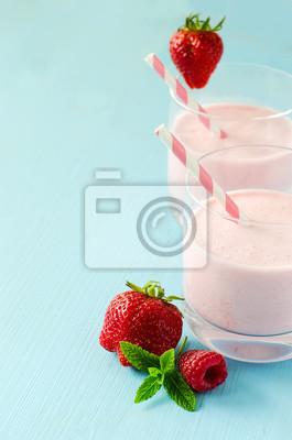 Frais smoothie aux fraises saine avec du yaourt, milk-shake, summ