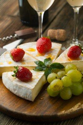 Image Fromage avec des fraises et du miel