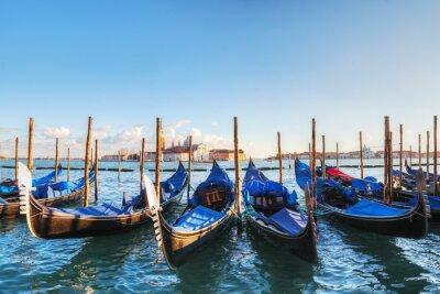Image Gondoles flottant dans le Grand Canal