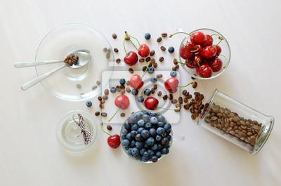 grains de café et de fruits sur la table