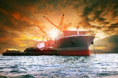 Image Grand produit de chargement de navires à cargaison pour activités logistiques