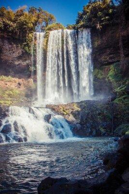Image Grande et belle cascade dans le parc Dambri, Vietnam