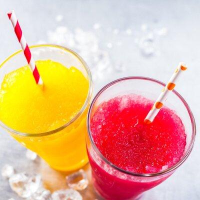 Image Granit aux fruits surgelés avec des pailles à boire