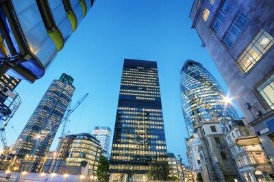 Image Gratte-ciel à la City de Londres la nuit.
