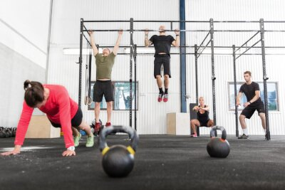 Image Groupe Crossfit trains différents exercices